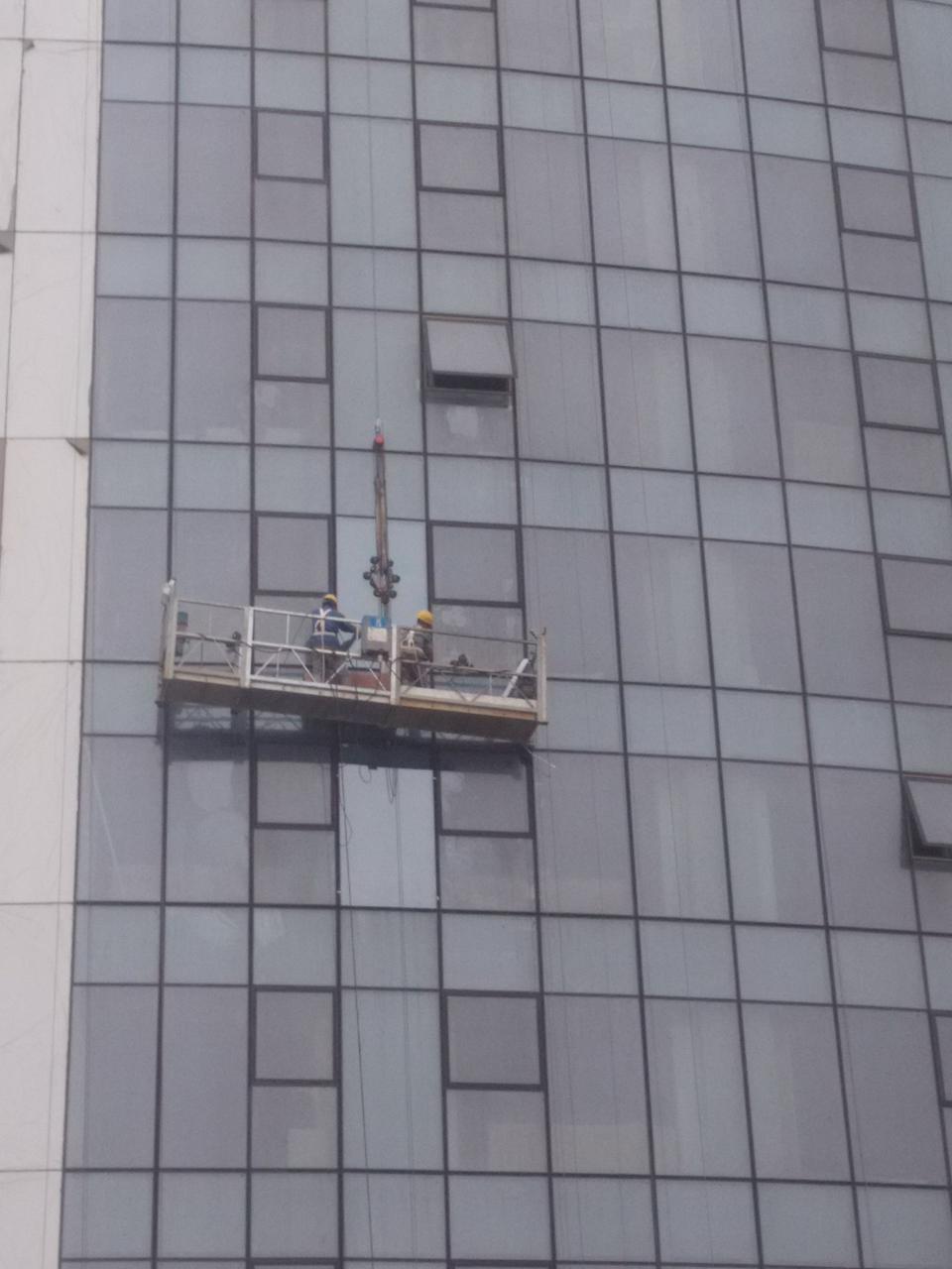 高空外墻玻璃更換